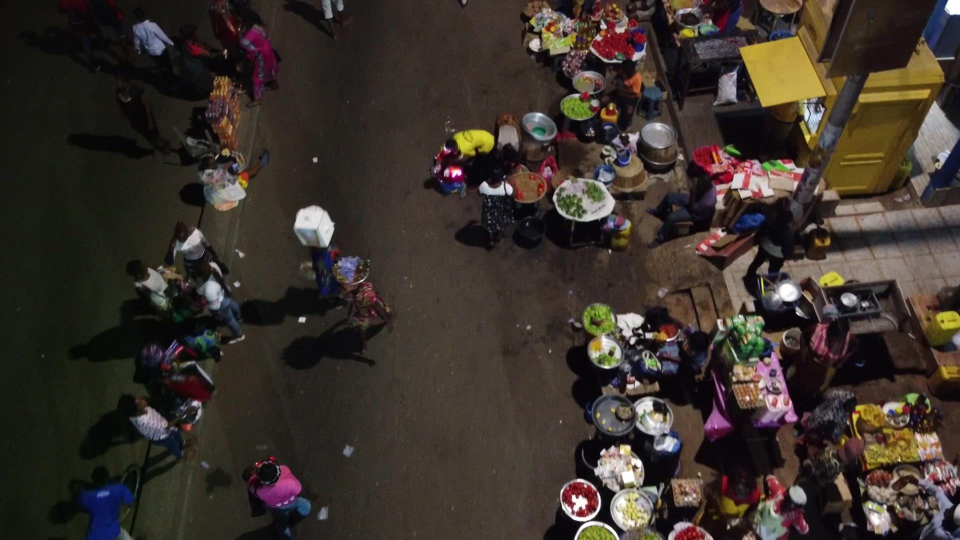 Koforidua Night Market Sellers Traders Crowd Busy Cars Traffic